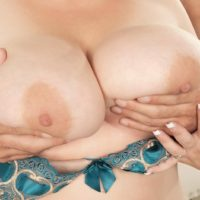 Platinum-blonde BIG HOT LADY Cassie Blanca has her cootchie blown out after being disrobed nude