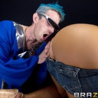Yellow-haired XXX film starlet Nikki Sexx takes a huge penis up her nasty ass-hole after eating it