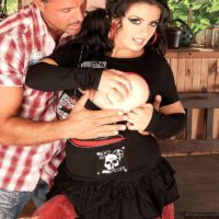 Brunette MILF Arianna Sinn has a stud munch her cootchie and swell nips after boot tonguing