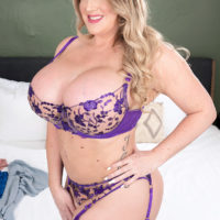 Sexy MILF Holly Wood sets her increased titties free of a boulder-holder after dirty dancing her ass