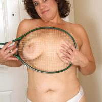 Plumper experienced gal unsheathes her tattoos while disrobing naked after playing tennis