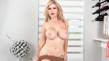 Casca Akashova tits loose of a tight top