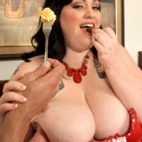 Black-haired SSBBW Glory Foxxx eats a big breakfast before sucking and boinking a penis