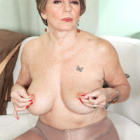 Solo GILF Bea Cummins spreads her trimmed gash after discarding business apparel and glasses