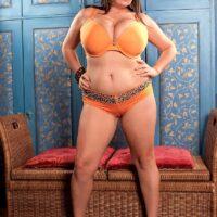 Thick big titted brunette Arianna Sinn slurps a nip during solo activity