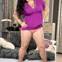 Thick dark haired chick Juliana Simms frees her gigantic titties prior to nipple play