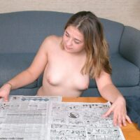 Amateur solo chick gets nude and plays with her wooly cootchie